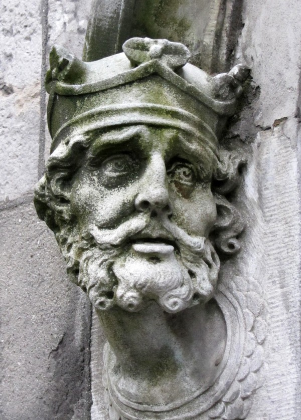 Brain Boru1_sculpture_outside_Chapel_Royal_outside_Dublin_Castle