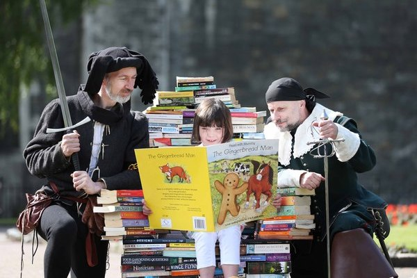Anna Mac Manus (7), with Mike Predergast (left) and Frank O'Gorman (right) at the launch of Culture Night in St. Patrick's Park. Pic: Sasko Lazarov/Photocall Ireland