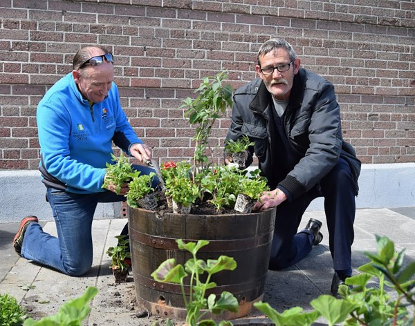The greenfingered Martin Taylor and Tony Byrne brightened up Ringsend plaza with the addition of some decorative planters.