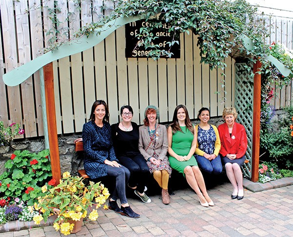 Pictured: NewsFour's Maria Shields O'Kelly meets with Aveen Bannon, Karen Forester, Fiona Doolin, Kritika Ashok and Ellen Gunning at the Fair Play Cafe.