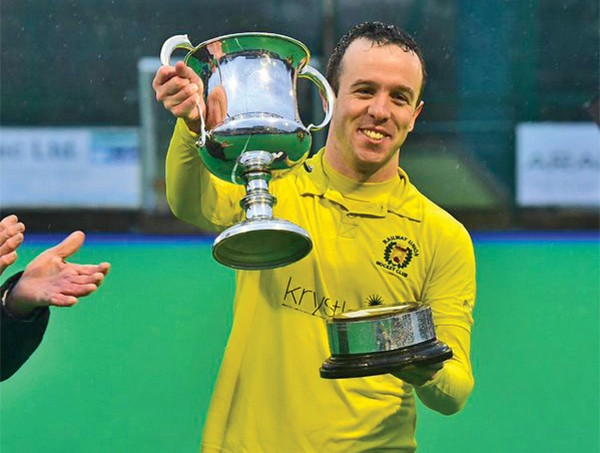 Above: Captain Fergal Keaveny lifts the cup. Team photos courtesy Irish Hockey Photographers.