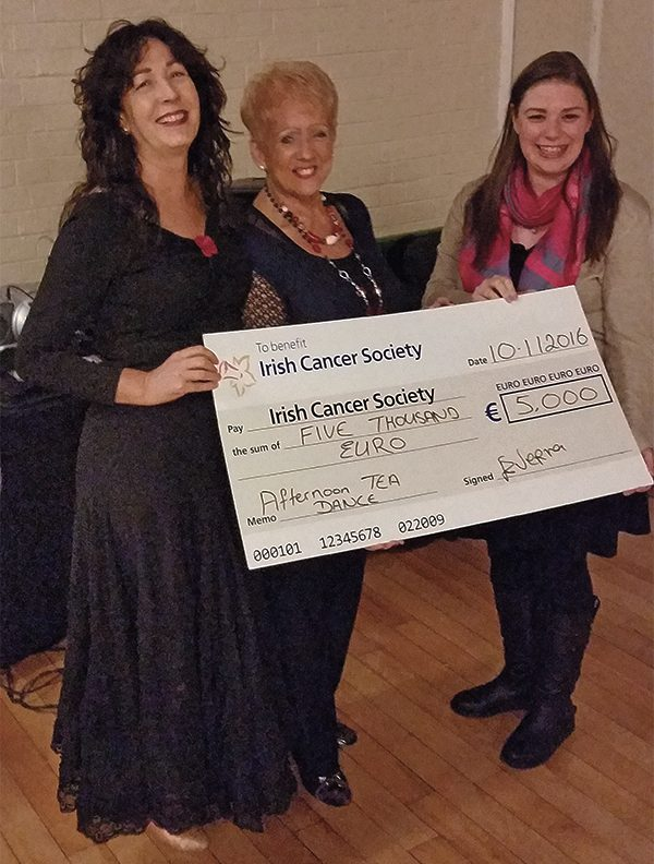 Pictured: Brenda McCarthy of the Irish Cancer Society on the right, Everna Corcoran-Mills in the middle, Linda Drochmann, on the left.